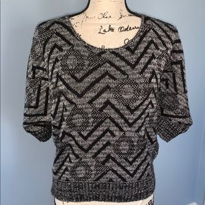 LUX medium black & white sweater